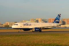 捷蓝航空空客320在波士顿机场 库存图片