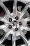 捷豹汽车商标在轮子的 免版税库存照片