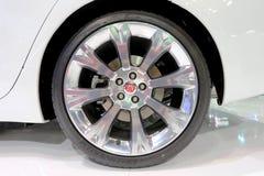 捷豹汽车商标在轮子的 免版税图库摄影