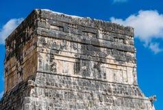 捷豹汽车的寺庙在奇琴伊察,墨西哥 库存照片