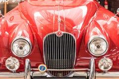 1957年捷豹汽车XK150正面图 免版税库存图片