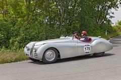 捷豹汽车XK 120 OTS (1949)在Mille Miglia 2014年 库存照片