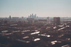 掀动都市风景转移射击从高峰的 免版税图库摄影