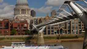 掀动从河公共汽车到圣Pauls在伦敦 影视素材