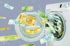 掉下来从洗衣机的钞票 免版税库存图片