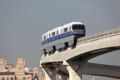 掌上型计算机单轨在迪拜 免版税图库摄影