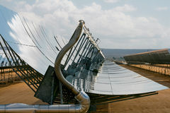 排列太阳大量的面板 免版税图库摄影