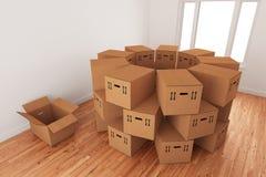 排列把空的装箱装箱 免版税库存照片