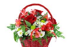 排列篮子美好的花红色 免版税库存图片