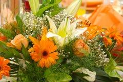 排列美丽的花 库存照片