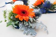 排列美丽花卉 免版税图库摄影