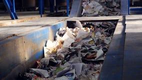 排序的垃圾传动机 在排序的传动机的纸 排序浪费 股票录像