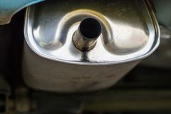 排气管和汽车遏声器 car& x27; s排气系统 免版税库存图片