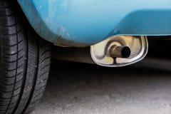 排气管和汽车遏声器 car& x27; s排气系统 免版税库存照片