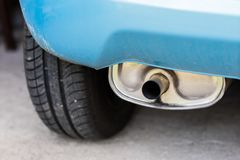排气管和汽车遏声器 car& x27; s排气系统 免版税图库摄影