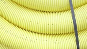 排水管没有孔的100 mm,聚乙烯 保护电缆的黄色管 影视素材