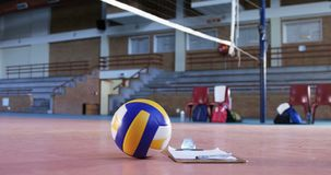 排球和剪贴板在法院4k 股票视频
