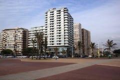 排行Promade,德班南非的海滩前的旅馆 免版税库存照片