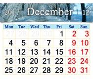 排进日程与冬天路和树的2017年12月在树冰 免版税图库摄影