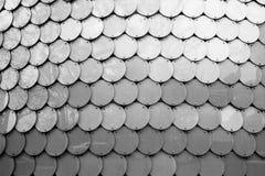 掠过的不锈钢圆的列阵纹理摘要背景 免版税库存图片