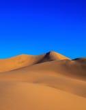 掠过破裂的死亡干燥全天相镜头rhotograph土壤日出谷白色 免版税图库摄影