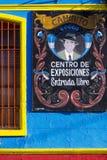 探戈在拉博卡,布宜诺斯艾利斯签到Caminito著名街道 图库摄影