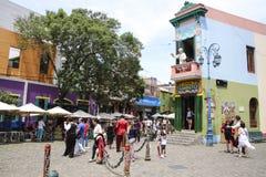 探戈游人的舞蹈家姿势Caminito街的 免版税库存照片