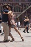 探戈舞蹈家夫妇主要地方的有春天探戈节日的其他舞蹈家的 免版税库存图片