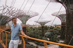 探索滨海湾公园的年轻人在新加坡 图库摄影