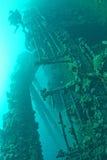 探索船的轻潜水员在红海击毁 免版税库存图片
