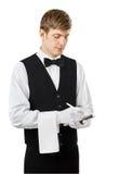 接受命令的年轻英俊的侍者 免版税库存图片