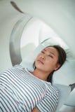 接受CT扫描测试的患者特写镜头 免版税图库摄影