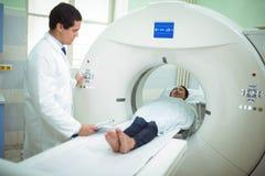 接受CT扫描测试的患者 免版税图库摄影
