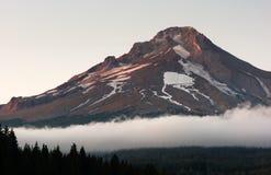 接合的岩石胡德山树带界线人做了滑雪地区 免版税库存图片