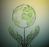 接地从叶子和看起来创造的行星地图生长在土壤的春天树,绿色行星eco概念, 库存照片