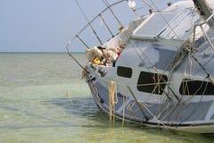 接地的船 免版税库存图片