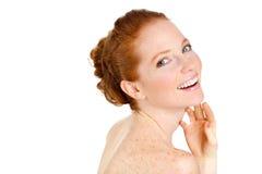 接触她的面孔的美丽的妇女画象。有新鲜的干净的皮肤的,美丽的面孔妇女。纯净的自然秀丽。完善的皮肤。Iso 库存照片