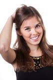 接触她的头发的白肤金发的妇女 免版税库存图片