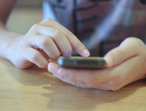 接触智能手机的人手 免版税图库摄影