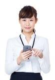 接触机动性的亚裔女商人 库存照片