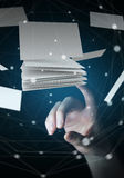 接触浮动名片3D翻译的女实业家 免版税库存图片