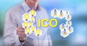 接触ico概念的人 免版税库存照片
