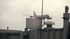 接近在登陆前的飞机 股票录像