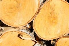 接近堆木头 免版税库存照片