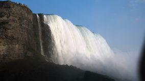 接近尼亚加拉大瀑布的海鸥flys 股票视频