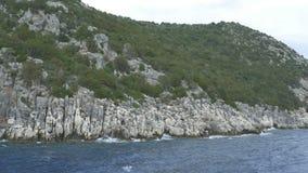 接近希腊岩石海滨 股票视频