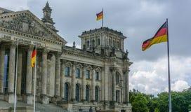 接近德国议会的风暴在柏林 免版税库存照片