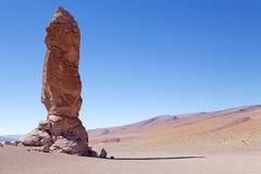 接近撒拉族的地质巨型独石塔拉,智利 免版税库存图片