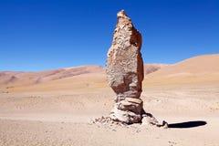 接近撒拉族的地质巨型独石塔拉,智利 免版税图库摄影
