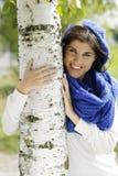 接近桦树的年轻可爱的妇女 库存照片